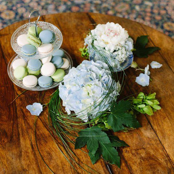 Pastellblüten und Sommergrün